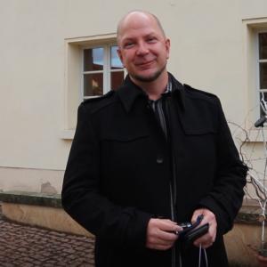 Ronny Krimm auf dem Hof vor Gut Mößlitz